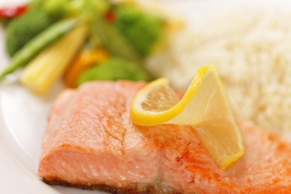 דג מאודה עם ג'ינג'ר ושומשום בניחוח המטבח האסייתי